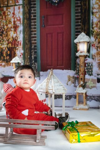 Natale è stupore e curiosità nei piccoli.